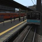 Der Bahnhof Sugomori Minato mit der JR Baureihe 205.