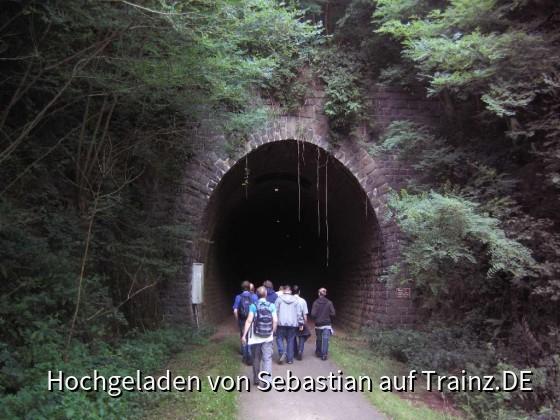 Am Tunneleingang
